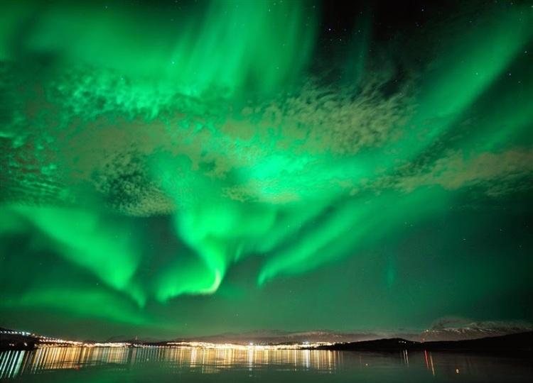 Northern-light-Aurora-borealis-122010-99-0025-800